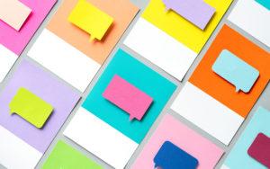 cartoncini colorati con fumetti