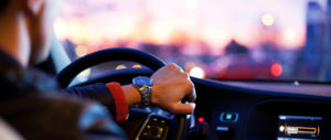 uomo al volante